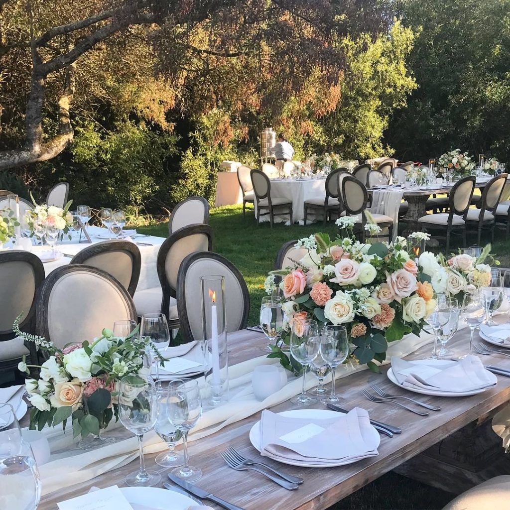 Wedding table sizes, queens tables, farmwood tables at wedding